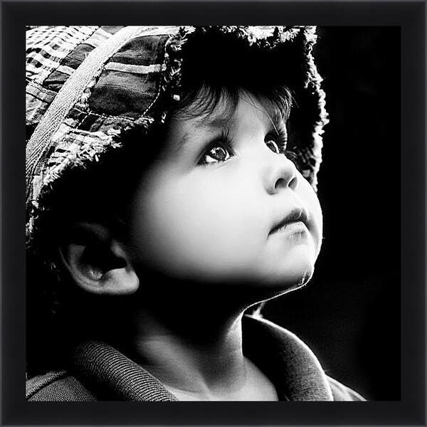 Картина в раме - Взгляд с надеждой
