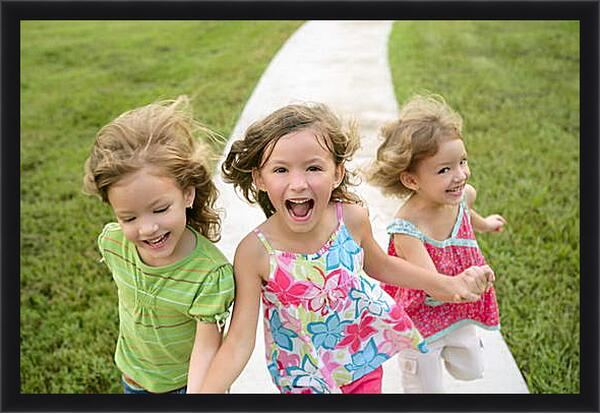 Картина в раме - Три подружки