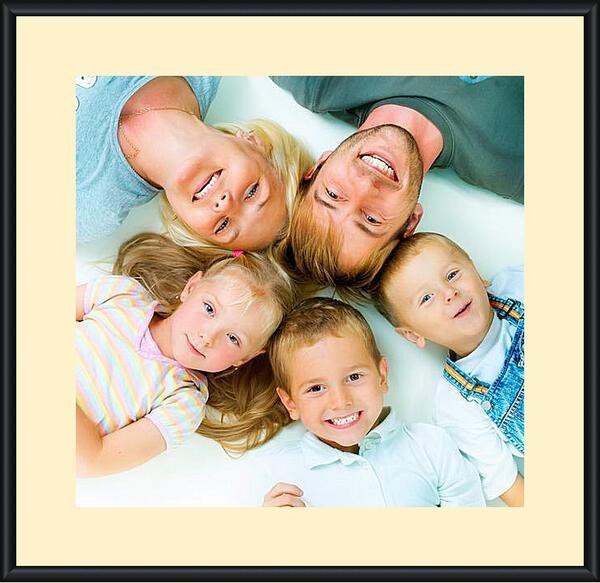 Картина в раме - Счастливая семья