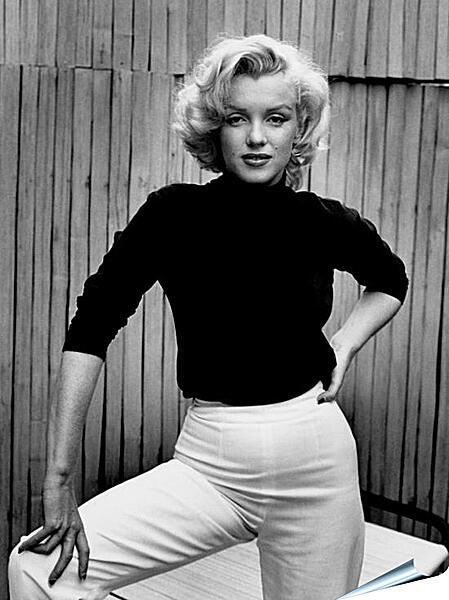 Плакат на стену - Мерилин Монро в белых брюках  (Marilyn Monroe)