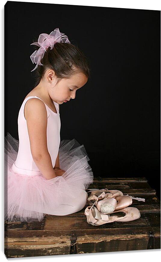 Юная балеринаСпорт<br>Модульная картина из 3 частей . Любые размеры и конфигурации на выбор. Материал печати: натуральный холст.<br>Размер: 60x90 см., 80x120 см., 100x150 см.;