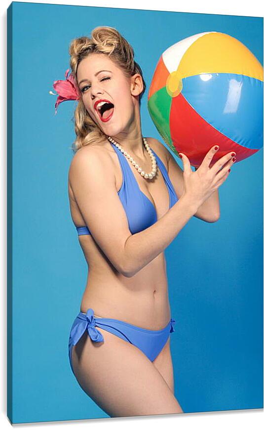 Девушка с пляжным мячикомЛюди<br>Модульная картина из 3 частей . Любые размеры и конфигурации на выбор. Материал печати: натуральный холст.<br>Размер: 60x90 см., 80x120 см., 100x150 см.;