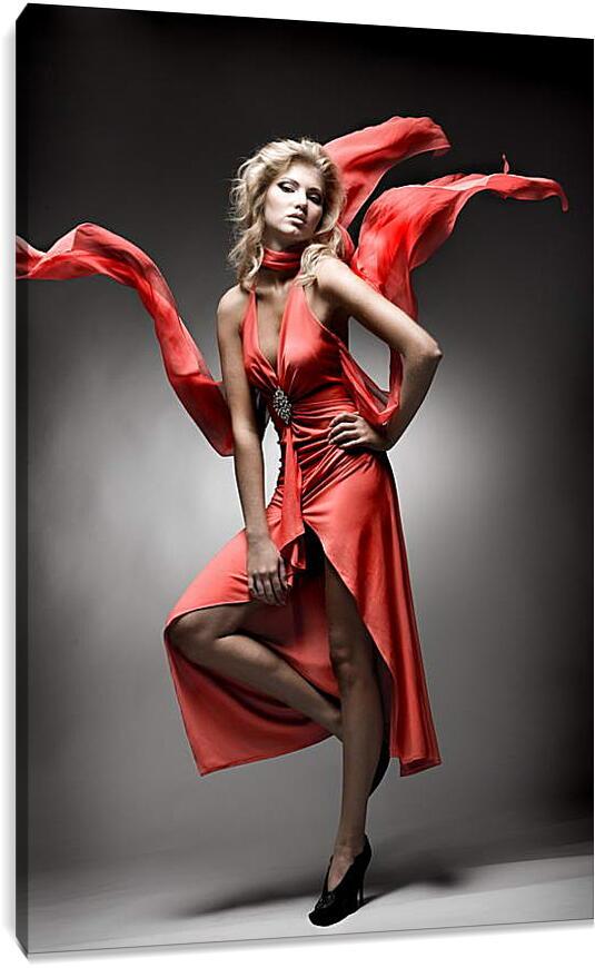 В красном платьеЛюди<br>Модульная картина из 3 частей . Любые размеры и конфигурации на выбор. Материал печати: натуральный холст.<br>Размер: 60x90 см., 80x120 см., 100x150 см.;