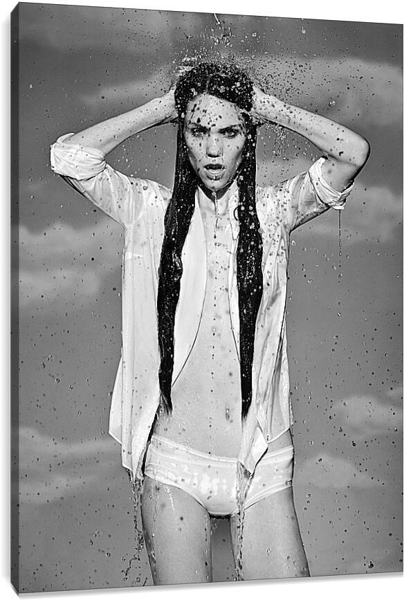 Девушка в брызгах водыЛюди<br>Модульная картина из 4 частей . Любые размеры и конфигурации на выбор. Материал печати: натуральный холст.<br>Размер: 66x90 см., 87x120 см., 109x150 см.;